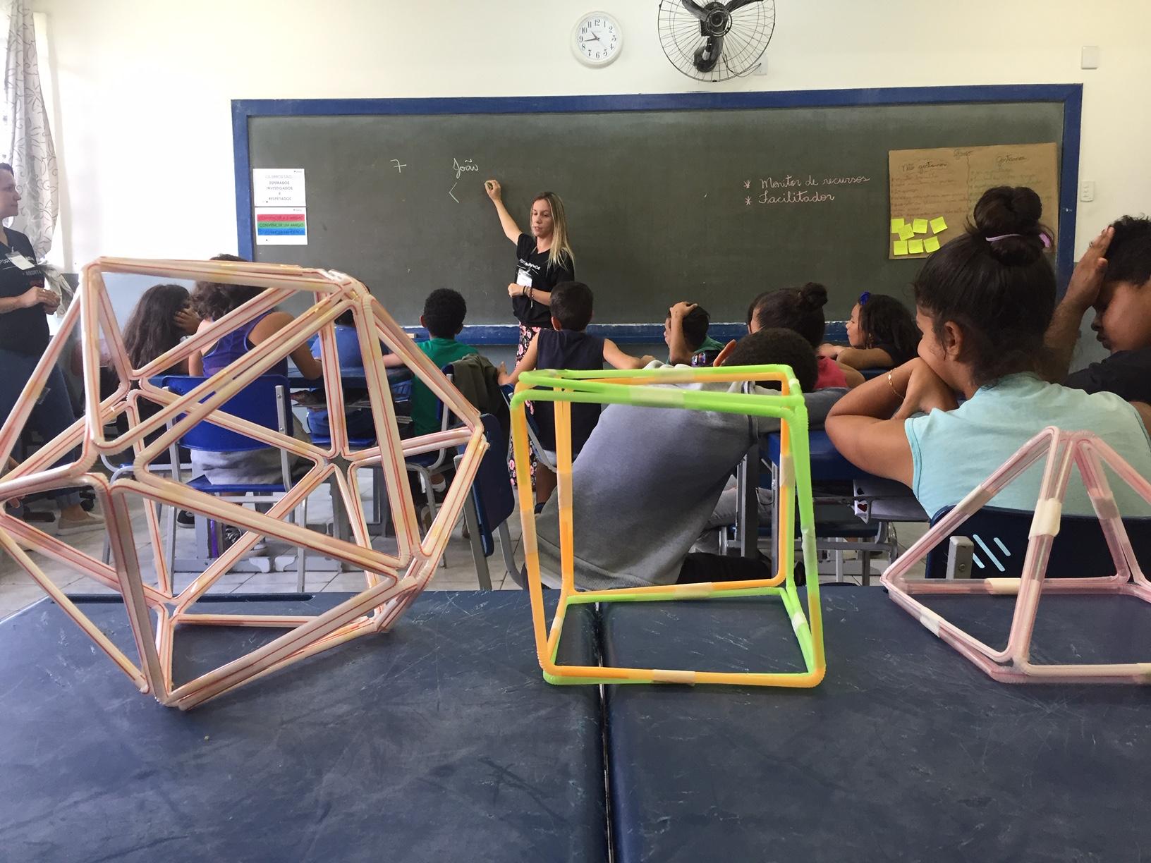'Aqui aprendo matemática e é divertido', diz aluna do Curso de Férias